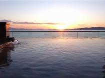『天空』露天風呂からの夕陽