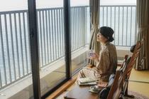 広縁付き客室から望む瀬戸内の海
