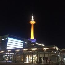 【京都タワー】京都駅へ向かう際の目印となります♪