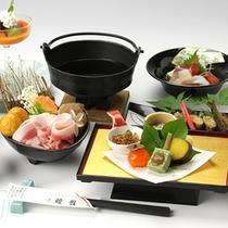 *飛騨けん豚鍋一例/よもぎ入りの飼料で健康に育てられている、飛騨けん豚をお鍋で