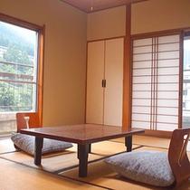 *客室一例/気品あふれる調度品がお客様をお出迎え。「10畳和室」
