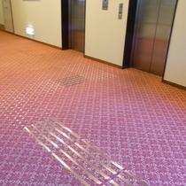 エレベーター 線状ブロック
