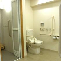 バリアフリールームのトイレ