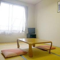 *【客室一例】畳のお部屋で足を伸ばしてごろりとお寛ぎ下さい。