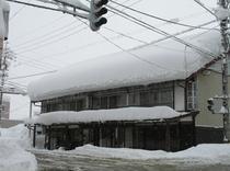 信号側から雪の外観