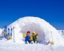 家族で雪遊び