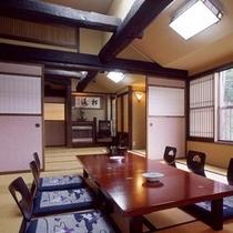 民芸調の客室