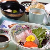*お夕食一例(お造り)/新鮮な海の幸を彩り豊かに盛り付けました。