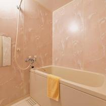 *和室12畳(客室一例)/簡素ではございますが、バスルームを完備。お好きな時にご利用下さい。