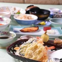 *お夕食一例(天ぷら)/カラッと揚がった天ぷらは白いご飯が進みます。