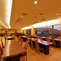 *レストラン/秋吉台の雄大な景色を眺めながら、地元の旬味に舌鼓。ごゆっくりお食事をお愉しみ下さい。
