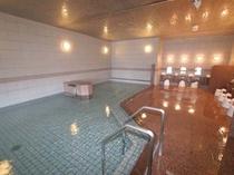 ひろびろ湯船の内風呂でゆたっり温泉を満喫