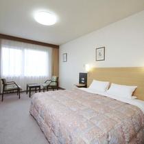 ◆キングスタンダード◆広さ28平米◆ベッド幅180cm◆ふたりでもゆったりのベッド幅♪