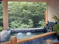 貸切展望風呂「ヤマセミの渓流」