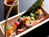 蒟蒻素麺魚介添えの例