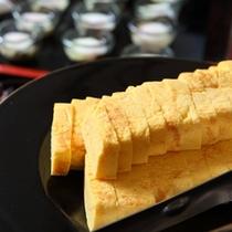 朝食ブッフェメニューの一例〜こちらは『出し巻き卵』