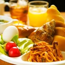 ■高知オンリーワンの100円朝食♪お客様のお好みでワンプレート分お取り下さい