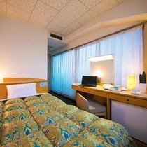 ■角部屋シングル■15平米・ベッド幅120センチ 明るい雰囲気の二面採光角部屋