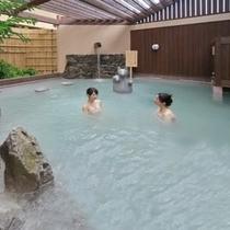 大浴場: 白狐の湯(露天風呂)(昼)