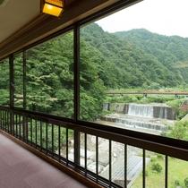 【準貴賓室】眺望をよりお楽しみいただけるリクエストの多い角部屋。