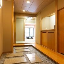 踏み込みのある貴賓室入り口。