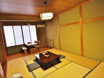 お部屋はシンプルな和室。バリアフリーの造りなのでゆったりと寛いで♪
