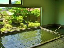 大浴場は24時間入浴できます。お好きな時間に源泉100%かけ流しの温泉をどうぞ