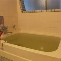 湧水を使った、やわらかな肌触りのお湯。貸切でもご利用いただけます。