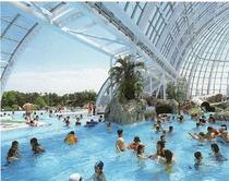 『グラスハウス』は津山市の年中入れるプールです。