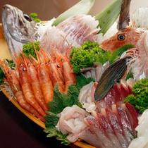 新鮮な魚介を豪華に舟盛りで♪