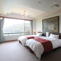 露天風呂付特別室「蓬莱」のベッドルーム。ポケットコイル仕様のマットを採用。心地良い眠りを・・・