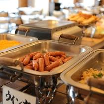 【朝食】朝食は大人気のバイキング。