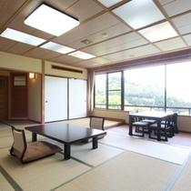 【風人】珍しい鋳鉄製の客室露天風呂を備えた、14帖+広縁という余裕のあるシンプルな設えの客室です。