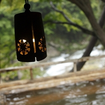 宇連川を見渡す露天風呂