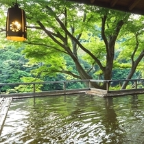 ◆板敷川を眼下に見下ろす露天風呂「落ち葉の湯」