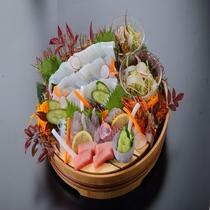 【夏の豪華会席】メインの魚介の桶盛り♪