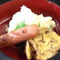 朝食メニュー例(弁当形式)手作り卵焼きとウインナー