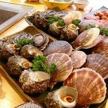 新鮮な魚介類を炭火で焼いて味わう人気のバーベキュープラン各種