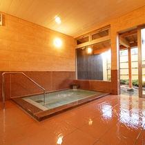 【男湯内湯】地下1200メートルから湧出する天然温泉です