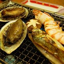 【ご夕食一例】旬の魚を豪快に網焼きにする海鮮網焼き
