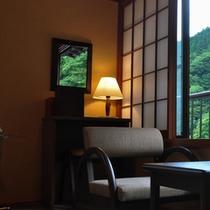 【和室8畳&ベッドルーム窓】左