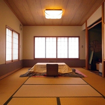 *【客室一例】当館4階、ゆったりとした清潔感のある和室「桐の間」