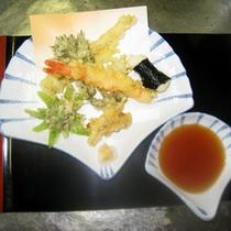 *【夕食一例】カラッとあげた「天ぷら」。素材の味をお楽しみください。