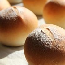 焼きたてあっつあつのパン