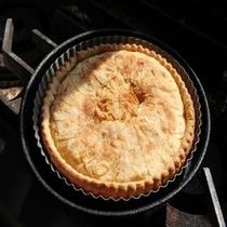 焼きたてあっつあつアップルパイ出来ました