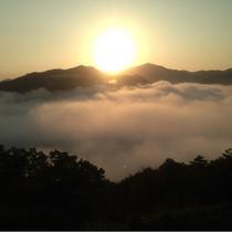 雲海と日の出の絶景