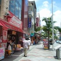 那覇市の観光スポット「国際通り」