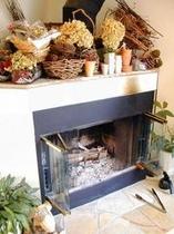 寒い日は暖炉に火を灯して