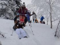 白銀の世界を楽しむスノーシューハイキング