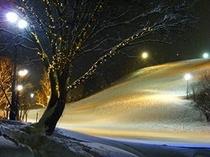 ゴンドラ駅舎前の夜景